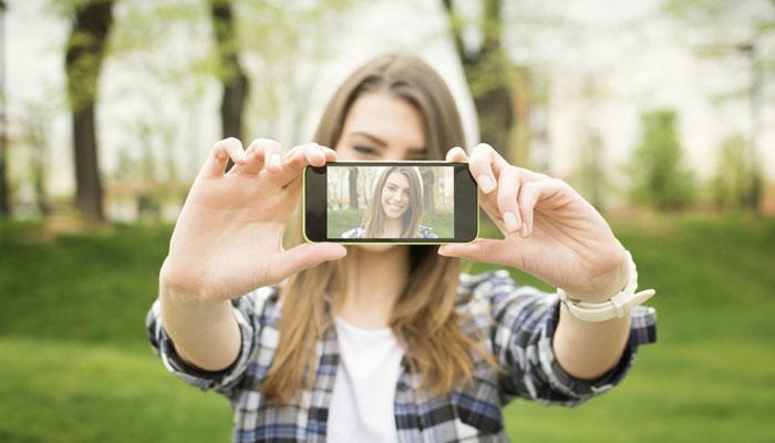 635693205847004578-33874575_330945-selfie